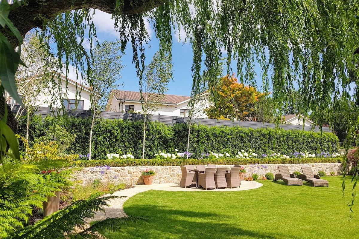 Simple and traditional garden design Foxrock, South Dublin